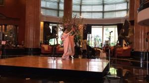 都内ホテルロビーにて外国人旅行者のための日本舞踊・着物ショー